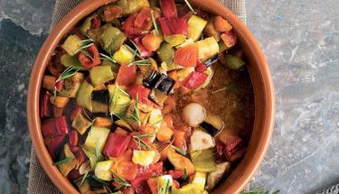 Güvecin en güzel hali: Tavuklu sebzeli güveç!