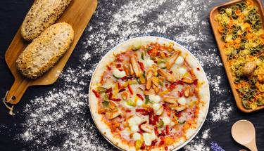 Hafta sonu sofralarınıza lezzet katacak öneri: Yumurta pizza!