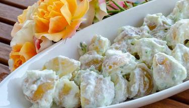 Akıllara durgunluk veren bir lezzet: Cacıklı Patates Salatası
