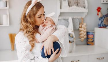 Yenidoğan bebeklerin cildinde neden dökülme olur hiç düşündünüz mü?