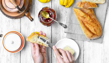 Sıcak sabahların keyfi: Kahvaltı ekmeği tarifi
