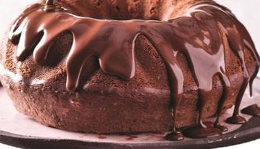 Bol çikolatalı pratik kek tarifi!