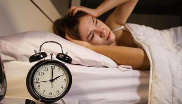 Uykusuzluk sorunu çekenler 4-7-8 tekniği ile hemen uykuya dalın!