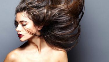 Saçları gürleştirmenin çözümü çok basit!