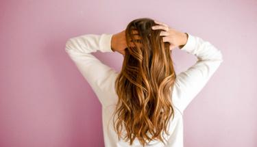 Kabarık kuru saçları yatıştırmanın 4 mucizesi!