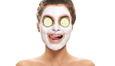 Salatalık maskesi ile yaşlanmaya son verin!