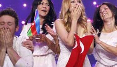 Ev hanımıydı şimdi Eurovision kraliçesi!