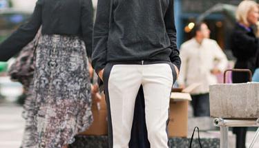 Çizgili tuxedo pantolonlar nasıl giyilir?