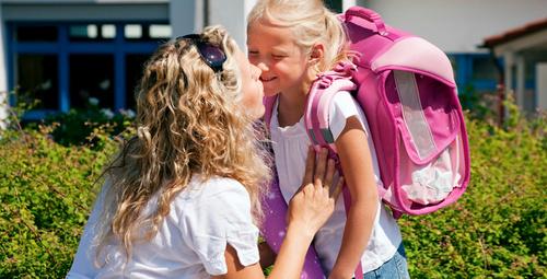 Ağır sırt çantası çocuğun sağlığını bozuyor!