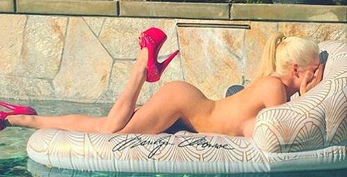 Marilyn Monroe'yu taklit eden şov yıldızı soyundu!