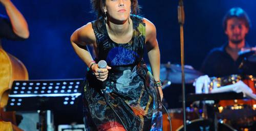 Fransız şarkıcı Zaz İstanbul'u salladı