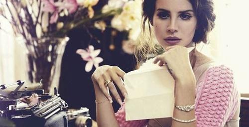 Lana Del Rey'in yeni klibi 'High By The Beach'