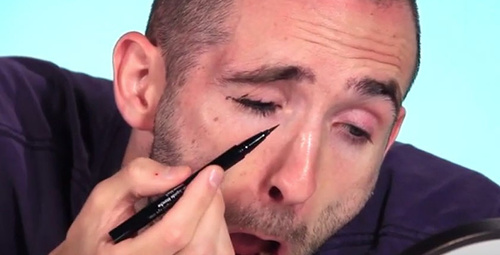 Erkekler eyeliner sürmeye çalışırsa...