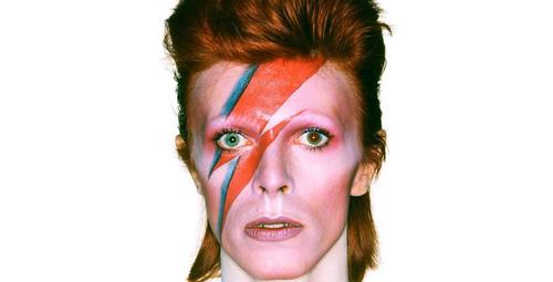 Efsanevi rock yıldızı David Bowie hayatını kaybetti!