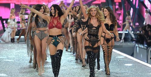 Victoria's Secret 2016 defilesi nefes kesti!