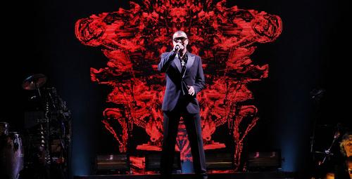 Ünlü şarkıcı George Michael hayata veda etti!