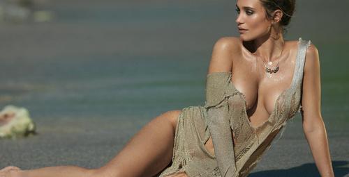 Model Hannah Davis'in seksi mutfak pozu!
