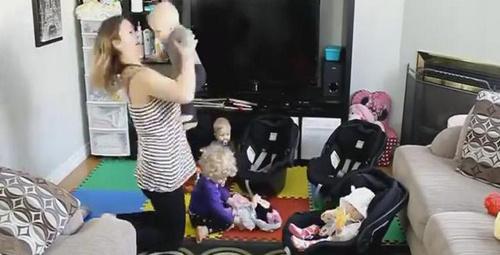 4 bebekli annenin gezmeye çıkma çilesi!