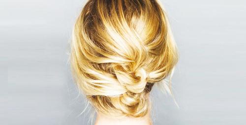 Orta boy saçlar için kolay topuz modeli!