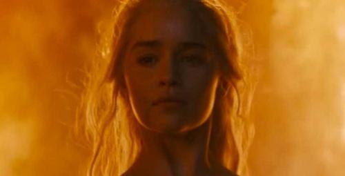 Khaleesi'den sette uyuyanlara şaka!