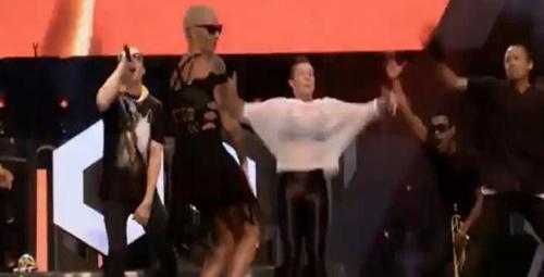 Amber Rose twerk dansıyla ortalığı yıktı!