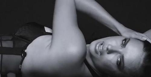Adriana Lima'dan ekstra seksi pozlar