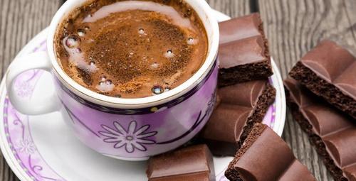 Kahvenin yanında çikolata yemek...