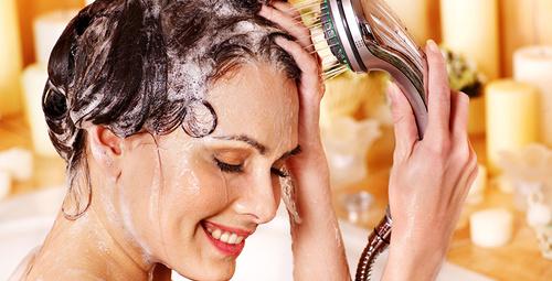 Duş alırken idrar yapmak zararlı mı?
