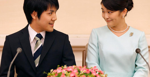 Aşkı için prenses unvanından vazgeçti ve nişanlandı!