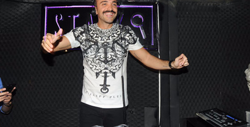 DJ kabinine oturan Okan Kurt herkesi coşturdu!