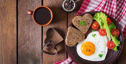 Pazar kahvaltısı alternatifi; Patates yatağında sucuklu yumurta!