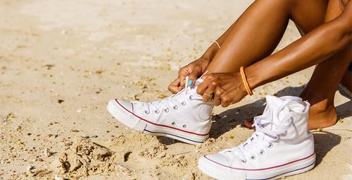 Beyaz ayakkabılarınızı bu yöntemle temizleyebilirsiniz