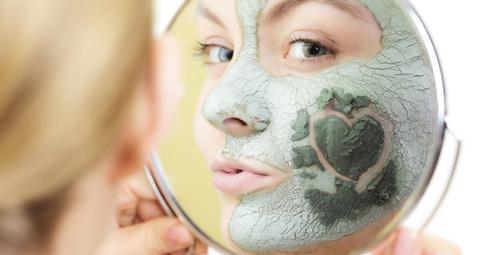 Parıldayan bir cilt için evde kil maskesi tarifi!