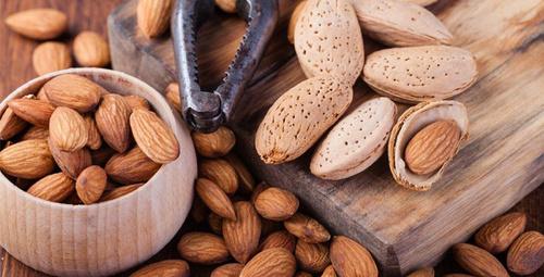 Badem yiyin kalp krizi riskini azaltın!