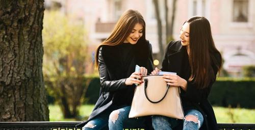Her kadının çantasında olması gereken 10 şey!