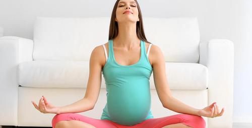 Hamile kalmanın yollarından bir tanesi yogadan geçiyor!