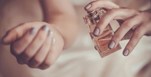 İyi bir parfüm seçimi bu yöntemlerden geçiyor!