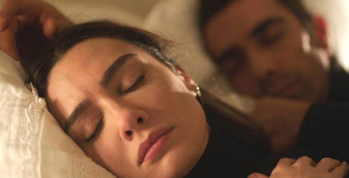 Siyah Beyaz Aşk 20.bölüm fragmanı Aslı, yaşadığı hayatı sorguluyor!
