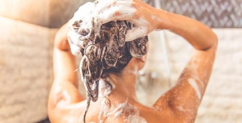 Duşta yapılan bu hatalar hasar veriyor!