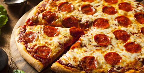 Sucuklu pizza ile fast food zamanı!