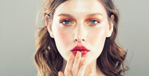 Dumanlı dudak makyajıyla büyüleyici görünüme sahip olun!