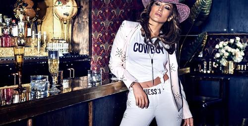 Guess X Jennifer Lopez saat modeli satışa çıktı!