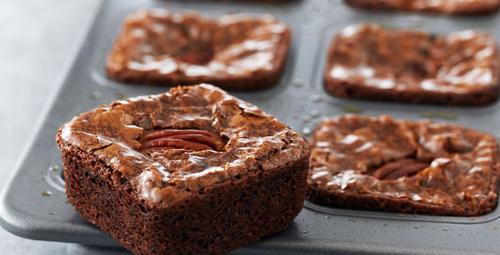 Şekersiz ve unsuz ama lezzetli; havuçlu brownie!