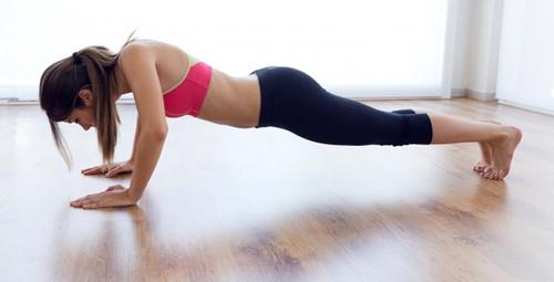Evde yapabileceğiniz en etkili göbek eritme egzersizleri!