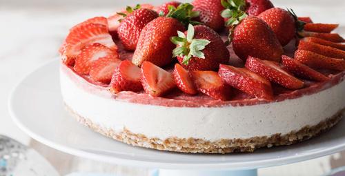 Tam bir yaz tatlııs; çilekli pasta!