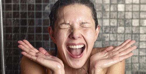 Sıcak duş yalnızlığa iyi geliyor!