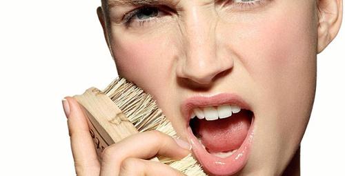Yüz temizleme fırçası ile diri bir cilde sahip olun!