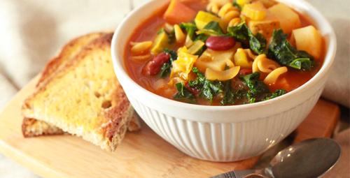 İtalyanların vazgeçilmez çorbası Minestrone tarifi!