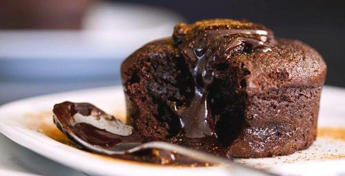 Lezzetine doyum olmaz: Bitter çikolatalı sufle tarifi