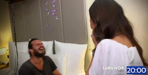 Survivor Hakan baba olacağını öğreniyor! İşte o anlar